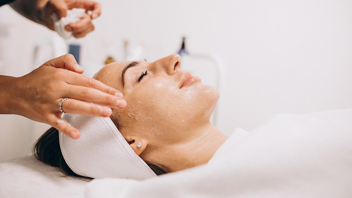 À la Clinique Belle Mine, centre de médecine esthétique et anti-âge, découvrez nos traitements pour la peau et le corps dont le botox et laser pigmentaire.
